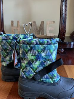 Snow Boots Brand New Size 7 Kids for Sale in Beaverton,  OR