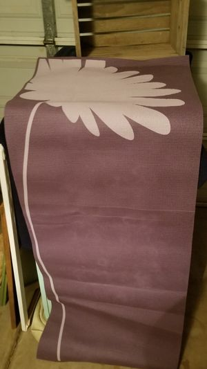 Lotus 5mm daisy print yoga mat great condition for Sale in Chandler, AZ
