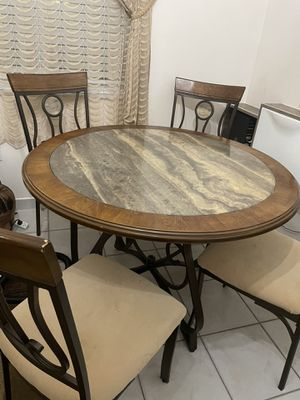 Dinner table for Sale in Hialeah, FL