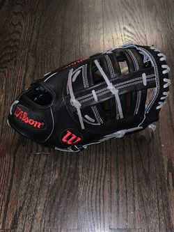 """Wilson A2000 12.25"""" First Base Mitt/Glove (RHT) for Sale in Chicago,  IL"""