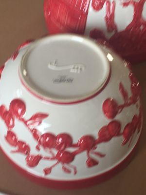 New large serving mixing bowls set of 2. By The Design. Beautiful three-D for Sale in Peoria, IL