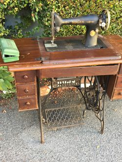 Singer Sewing Machine Table. Vintage for Sale in Los Angeles,  CA