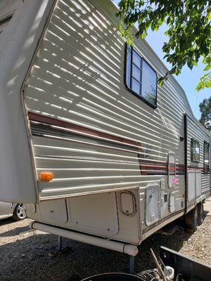 Fifth Wheel Camper Trailer 1993 Nomad for Sale in Pueblo West, CO