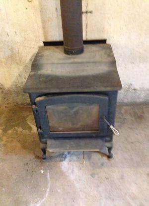 New England Stove Works . Never had any issues. Works excellent. About 6 years old . Ayer for Sale in US