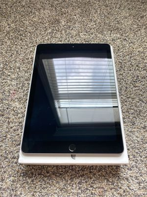 iPad 6 gen Gray 32GB for Sale in Houston, TX