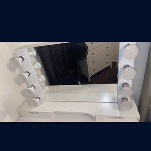 Makeup Vanity for Sale in Chino, CA
