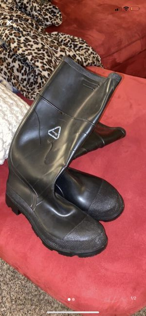 Men's size 10 rainboots for Sale in Portland, OR