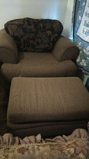 Arm chair and ottoman for Sale in Detroit, MI