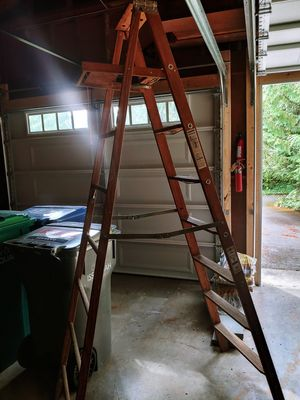 8' Werner wood ladder for Sale in Issaquah, WA