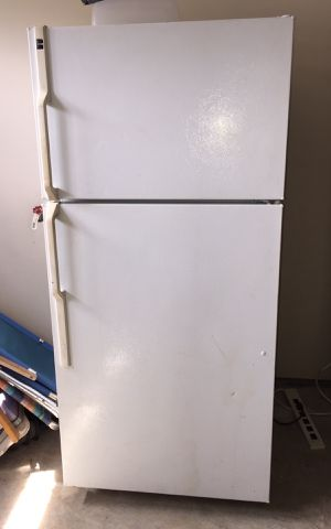 GE Hotpoint Refrigerator Freezer for Sale in Knoxville, TN