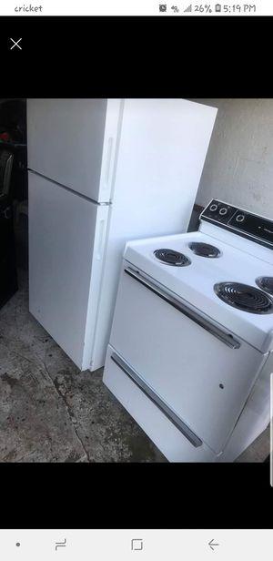 Refrigerador y estufa for Sale in Tulsa, OK