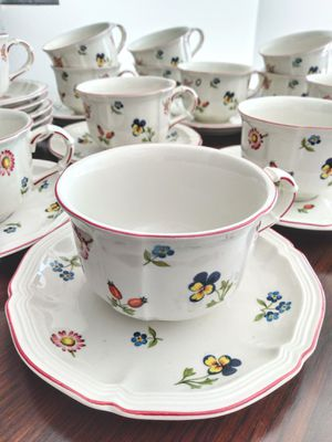 13 VILLEROY AND BOCH Petite Fleur Cups & Saucers for Sale in Palm Beach Shores, FL