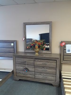 Dresser with mirror for Sale in North Highlands, CA