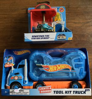 HOT WHEELS GIFT SET for Sale in Los Angeles, CA