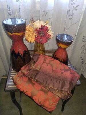GOLD RED BROWN BATHROOM DECOR CANDLE HOLDERS FLOWER VASE for Sale in Vallejo, CA