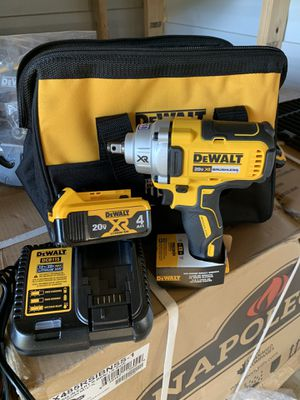 Dewalt 1/2 impact wrench mid torque with battery and charger not negotiable for Sale in Plant City, FL