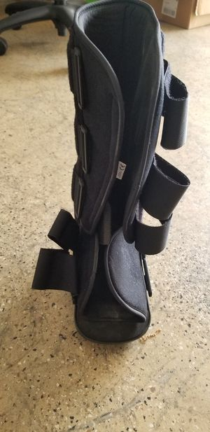 Broken ankle boot S/M for Sale in Beaumont, CA