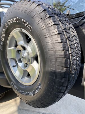 "FJ Cruiser Original Wheels 17"" for Sale in Irvine, CA"