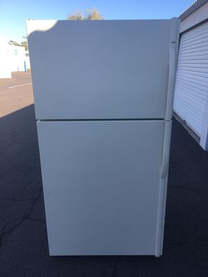 kenmore top bottom refrigerator, in good condition works Everything very well clean and nice one month warranty deliver available, W33-30-68 for Sale in Tempe, AZ