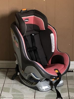 LIKE NEW CHICCO NEXT FIT ZIP CONVERTIBLE CAR SEAT for Sale in Riverside, CA