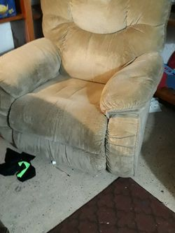 Recliner Chair for Sale in Fairmont,  WV