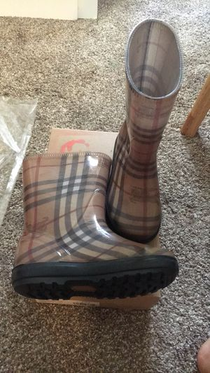 BURBERRY rain boots for Sale in South Amboy, NJ