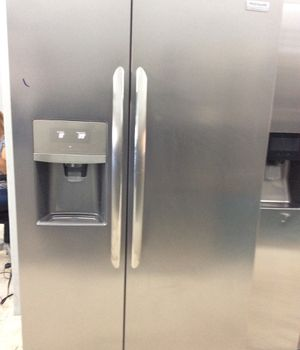 Frigidaire gallery side by side Stainless Steel Refrigerator for Sale in San Diego, CA