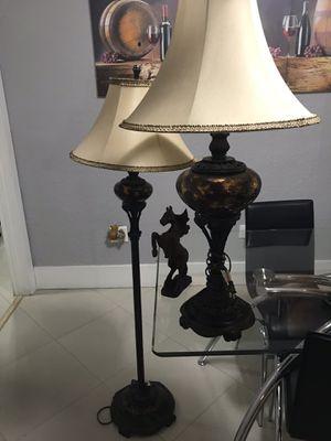 2 lámpara y un adorno un caballo for Sale in Hialeah, FL
