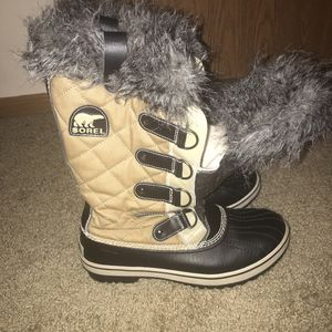 Sorel Boots Gray w/ Black Faux Fur & Brown Accents Waterproof size 8 for Sale in Westerville, OH