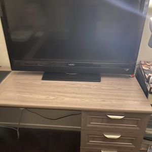 Vizio Flat Screen $100 for Sale in Sacramento, CA
