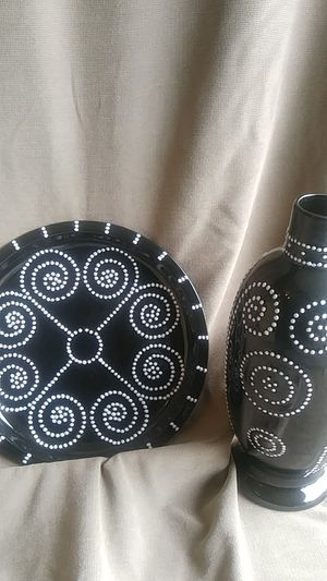 Black and white decorative vase and plate for Sale in Conyers, GA
