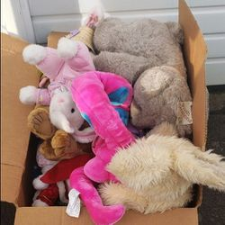 Box Of Stuffed Animals $10 for Sale in Sherwood,  OR