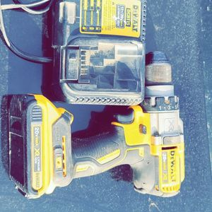 Dewalt DCD996 3 Hammer Drill With 2.0 XR Battery And Charger Used In Great Working Condition for Sale in Fresno, CA