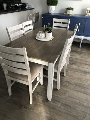Dining table with six chairs for Sale in Murfreesboro, TN