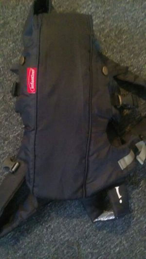 Baby carrier new. Used 1 time for Sale in Cleveland, OH