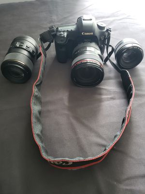 Camera canon 5 d mark 3, 2 batteries, 2 chargers , 3 lens & free crossbody backpack for Sale in Miami, FL