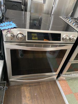 "SAMSUNG ELECTRIC 220v RANGE 30"" in for Sale in West Covina, CA"