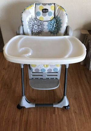 Chicco baby high chair for Sale in Glendale Heights, IL