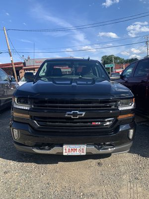 2018 Chevy Silverado LT Z71 Crew cab standard bed for Sale in Burlington, MA