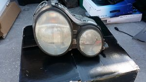 2001 mercedes Benz E320 front head light's for Sale in Poinciana, FL