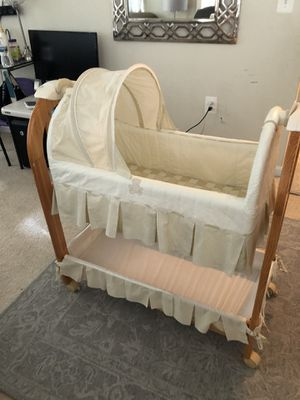 Baby bassinet / Eddie Bauer / Se habla español for Sale in Rockville, MD
