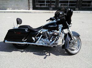 STREET GLIDE. 06' for Sale in Pittsburgh, PA