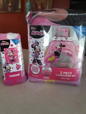 Minnie Comforter Set and Throw blanket for Sale in Laveen Village, AZ