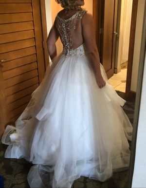 Stella York Wedding dress worn once $2300 comes with $400 matching veil for Sale in San Diego, CA