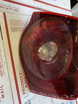 2005-2008 Volkswagen Jetta Tail Light Right Passenger Side Oem W-4893 for Sale in Los Angeles,  CA