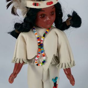 """Vintage Native American Indian Girl Doll 7"""" Quiver Sleep Eyes Beaded Necklace for Sale in Asbury, NJ"""