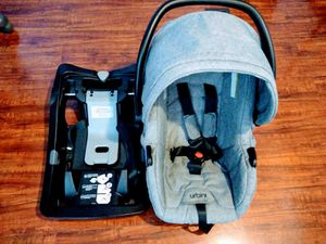 Gray Urbini car seat with base for Sale in Greensboro, NC