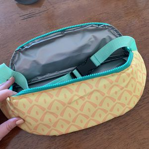Pineapple Cooler Fanny pack for Sale in Moreno Valley, CA
