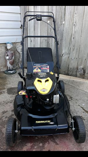 "Brute 22"" Inch Variable Speed Self Propelled Lawnmower W/Bag for Sale in Aurora, IL"