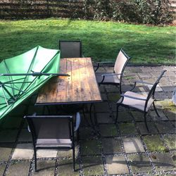 FREE Table And Chairs for Sale in Issaquah,  WA